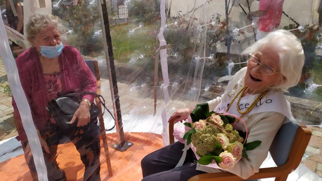 Festa di compleanno a Villa Poma per i cento anni di Domenica Angonese